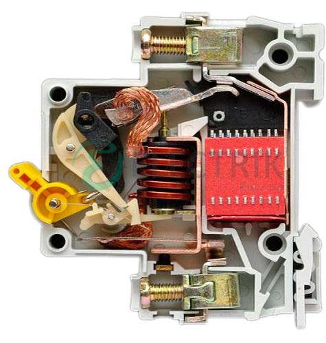 Выключатель-автоматический-ВА47-150-15кА-C-IEK-в-разрезе